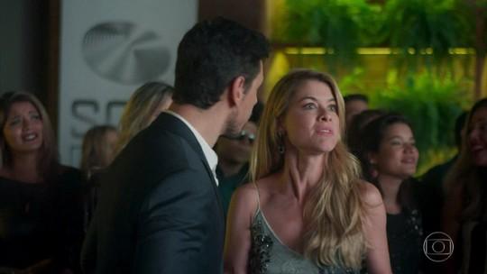 Rock Story: Diana fica revoltada com o pedido de casamento de Gui para Júlia