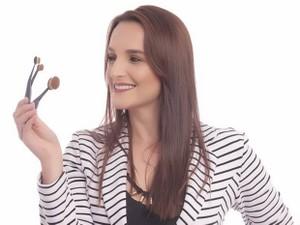 Segundo a maquiadora Karen Mareca, é preciso tempo para fazer a make (Foto: Arquivo Pessoal/ Karen Mareca)