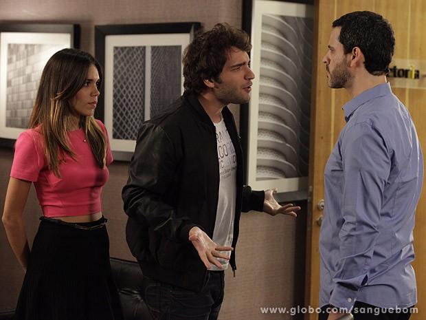 Natan ouve o deboche do ex-funcionário (Foto: Sangue Bom / TV Globo)