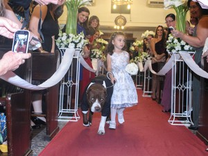 Skank entrou com as alianças no casamento de seus donos  (Foto: Caroline Correa/Arquivo Pessoal)