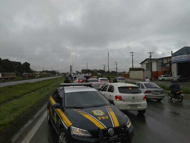 Protesto começou na manhã desta quarta-feira (15) (Foto: Divulgaçãp/PRF)