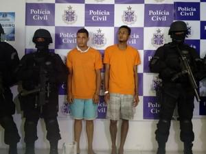 Rodrigo Lima Bonadia dos Santos e Lucas Silva dos Santos presos por participarem da ação (Foto: Maiana Belo/G1 Bahia)