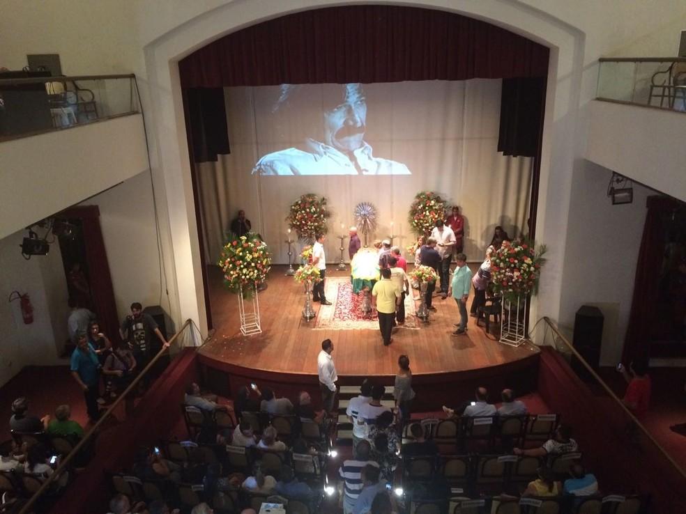 Velório de Belchior no Teatro São João, Centro de Sobral  (Foto: Secult/Divulgação)