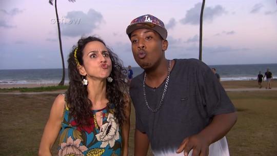 MC Beijinho faz um concurso de beijos com Maria Menezes
