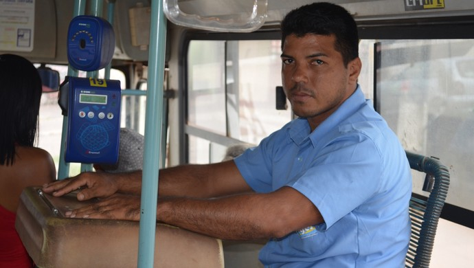 Depois do fim da primeira fase, Marcelo Pitbull começou a trabalhar como cobrador de ônibus (Foto: Gustavo Campos/GloboEsporte.com)