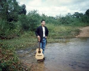 Anunciato Rodrigues imita o cantor Leonardo desde 1998 (Foto: Arquivo Pessoal)