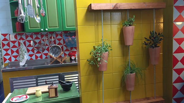 'Mais Cor, Por Favor': veja os clicks das apresentadoras do episdio 'A cozinha da chef Raquel' (Foto: Divulgao/GNT)