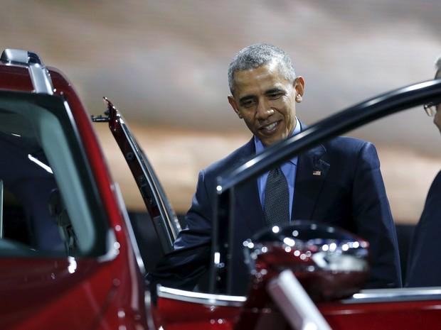 Barack Obama visita o Salão de Detroit nesta quarta-feira (20) (Foto: Jonathan Ernst / Reuters)
