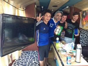 Interior do ônibus em que viajam os argentinos   (Foto: Káthia Mello/G1)