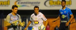 Cruzeiro e Avaí empatam em partida prejudicada pela chuva forte (Eduardo Valente/Framephoto/Estadão Conteúdo)