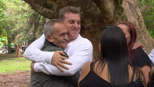 'Encontrar Alguém': pai revê filhos após 32 anos de distância