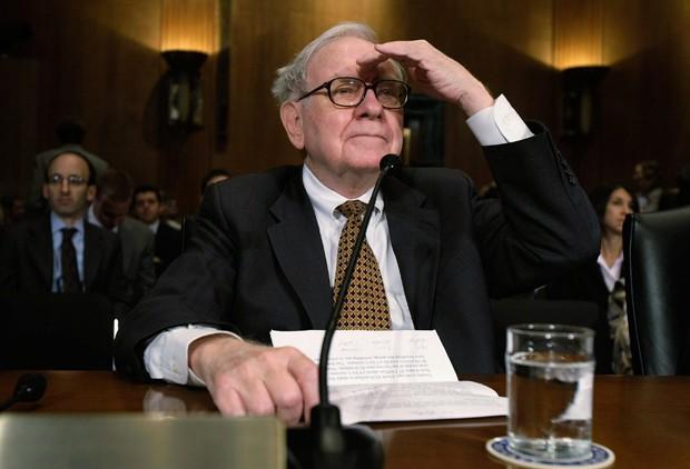 Warren Buffett, um dos investidores mais bem sucedidos de todos os tempos, esconde detalhes a respeito de quem ficará com seu cargo (Foto: Alex Wong/Getty Images)
