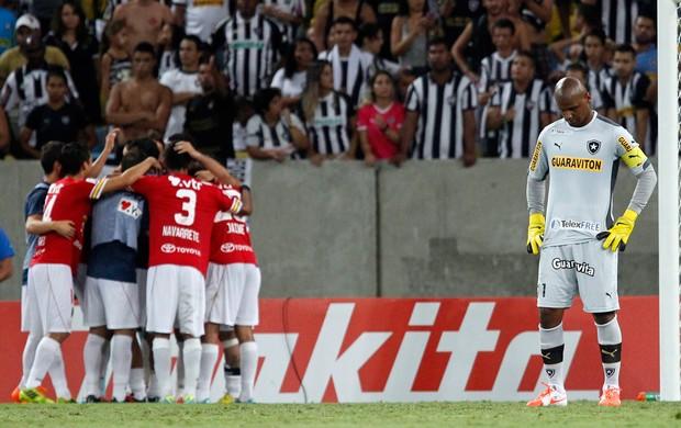 Jefferson Botafogo x união Espanhola (Foto: Gustavo Miranda / O Globo)