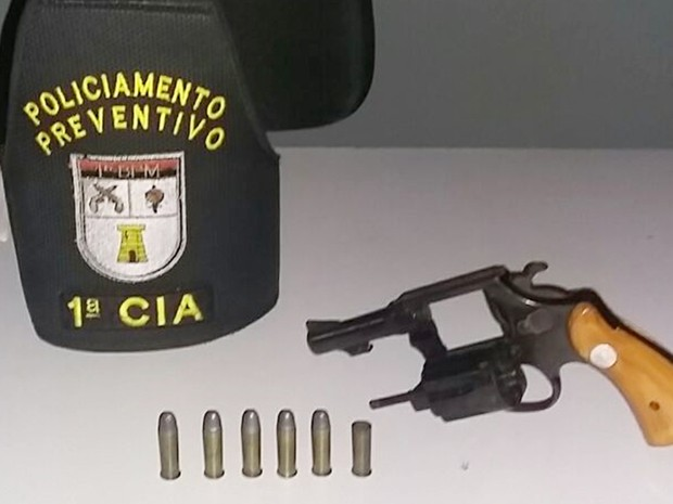 Arma encontrada com o suspeito foi apreendida pela Polícia Militar em João Pessoa (Foto: Sargento Rogério/Polícia Militar da Paraíba)