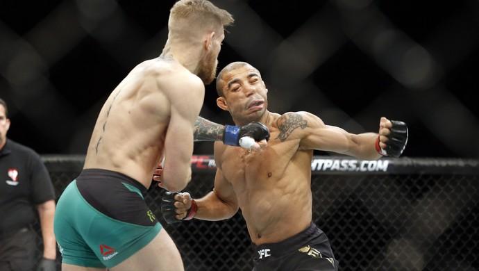 José Aldo é nocauteado por McGregor em 13 segundos (Foto: AP Photo/John Locher)