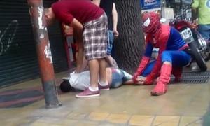 'Homem-aranha' imobiliza assaltante na Argentina