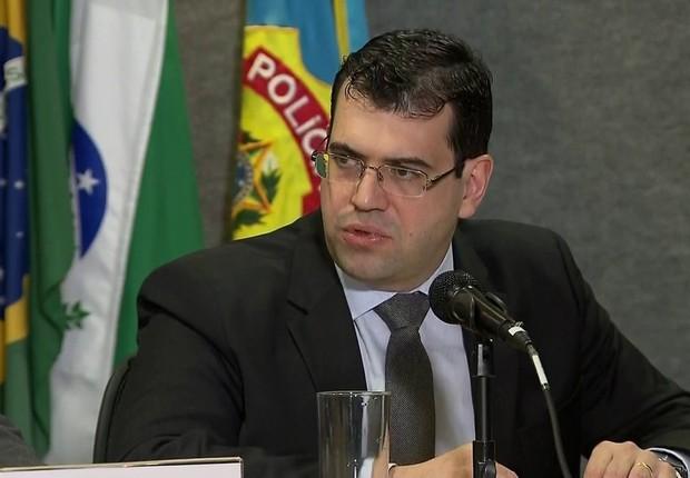 O procurador da República Athayde Ribeiro Costa durante coletiva após prisão de Aldemir Bendine (Foto: Reprodução/TV Globo)