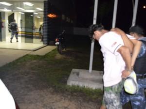O prepo foi conduzido ao 5° Distrito Policial onde prestou depoimento ao delegado plantonista (Foto: Marcelo Marques/ G1 RR)