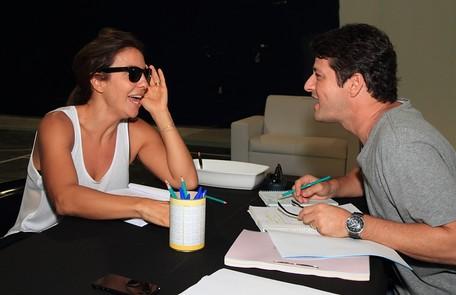 A cantora e o ator se divertem nas leituras Francisco Patrício / Divulgação