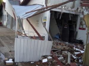 Explosão caixa Amorinópolis 1 (Foto: Adriano Dias)