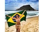 Kamilla Salgado posa de biquíni com bandeira do Brasil: 'Rumo ao hexa'