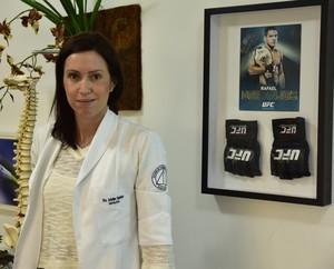 A doutora Jackeline Figueiredo cuidou da fisioterapia facial de Erick Silva (Foto: Divulgação)