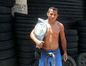 Marcelino lutador borracheiro Manaus (Foto: Isabella Pina)
