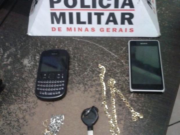 Material roubado foi recuperado pela polícia. (Foto: Policia Militar/Divulgação)
