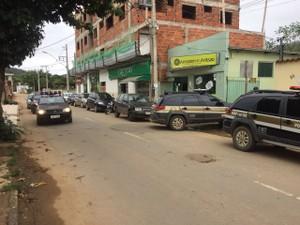 Cerca de 25 policiais participaram da operação em Joanésia (Foto: Farley Vasconcellos / Intertv dos Vales)