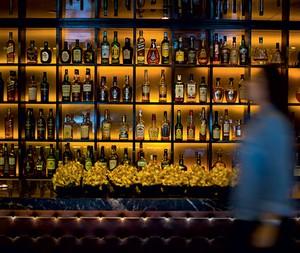Detalhe do bar do restaurante (Foto: Rogério Voltan/Editora Globo)