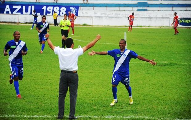 Reginaldo comemora gol pelo Taubaté (Foto: Bruno Castilho)