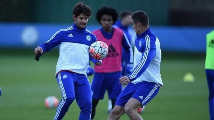 Pato e Miazga no treino do Chelsea (Foto: Reprodução Twitter)