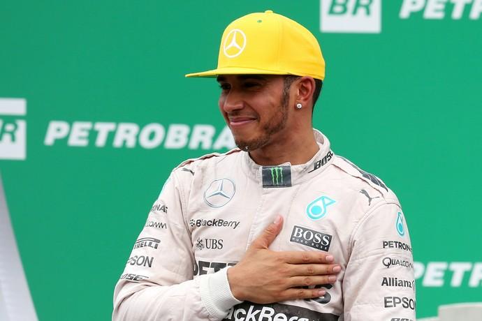 Apesar de segundo lugar, Lewis Hamilton estava alegre no pódio do GP do Brasil (Foto: Getty Images)