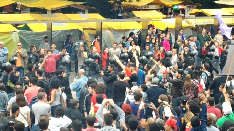 Policiais chegam à Avenida Paulista para o protesto anti-Temer neste domingo (4) (Foto: Luís Lima )