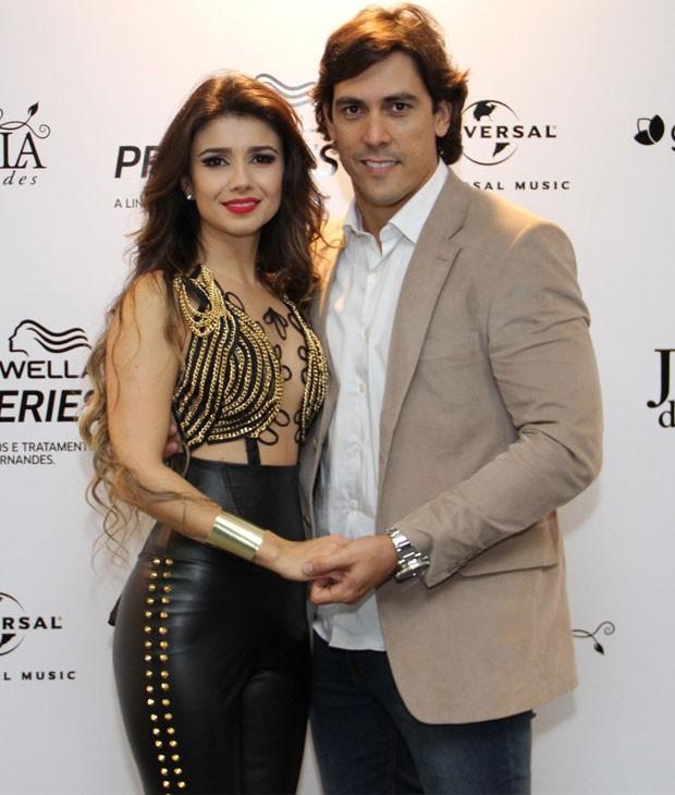 Paula Fernandes e o namorado, o dentista Henrique do Vale (Foto: Roberto Filho/AgNews)