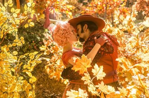 Juliana (Bruna Linzmeyer) e Zelão (Irandhir Santos) se beijam em 'Meu pedacinho de chão' (Foto: Renato Miranda/ TV Globo)