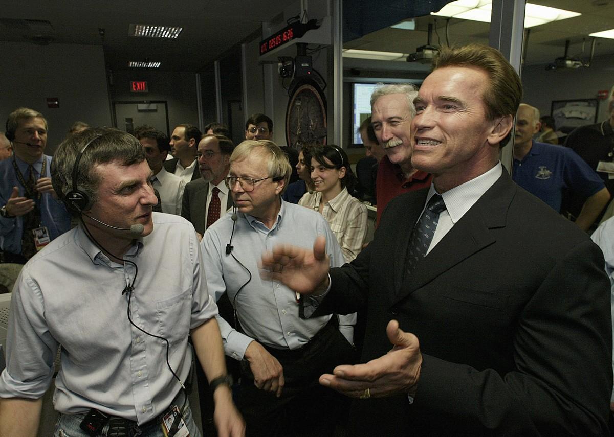 Até Arnold Schwarzenegger, governador da Califórnia na época, acompanhou e comemorou a aterrissagem segura da missão Opportunity (Foto: Divulgação/Nasa)