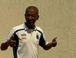 Tita, massagista do Cruzeiro, é convocado para a Seleção Brasileiro (Foto: Reprodução / TV Globo Minas)