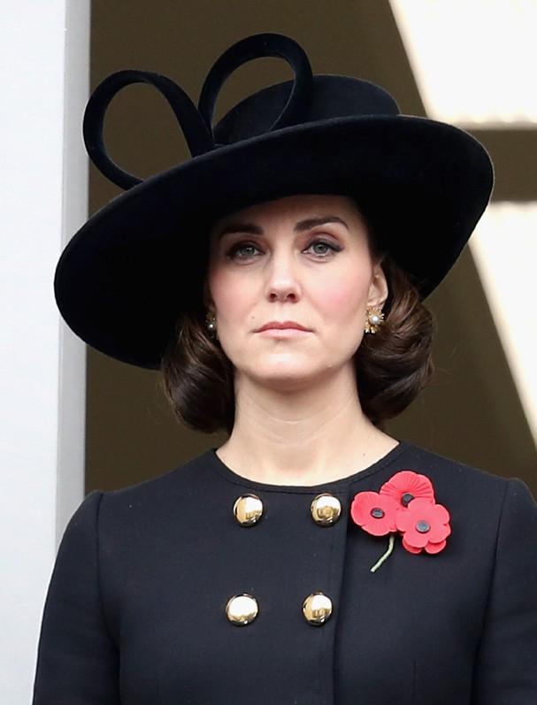 LONDON, ENGLAND - NOVEMBER 12:  Catherine, Duchess of Cambridge during the annual Remembrance Sunday memorial on November 12, 2017 in London, England.  The Prince of Wales, senior politicians, including the British Prime Minister and representatives from  (Foto: Getty Images)