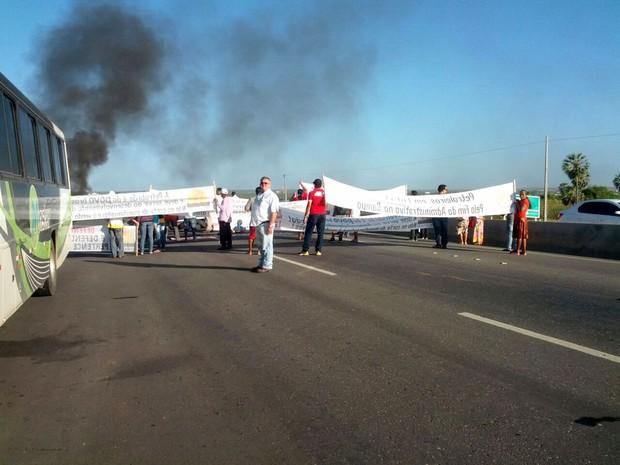 Segundo os funcionários, ação faz parte de uma manifestação nacional  (Foto: Juliana Fernandes)