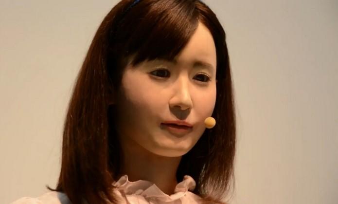 Aiko Chihara, robô humano da Toshiba, fala linguagem de sinais japonesa (Foto: Reprodução/Engadget)