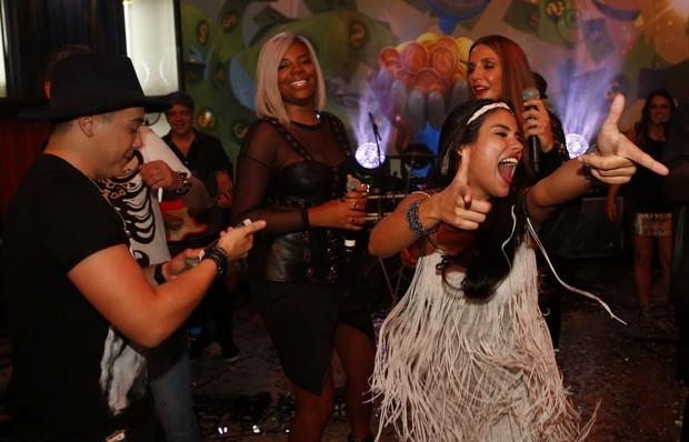 Munik dança com Ivete Sangalo na pista (Foto: Marcos Serra Lima/EGO)