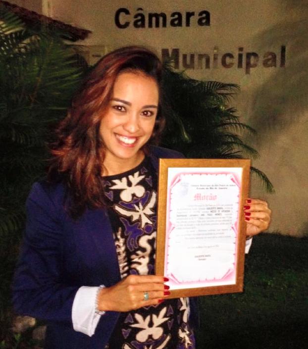 Apresentadora Ana Paula Mendes recebe homenagem (Foto: Arquivo Pessoal)