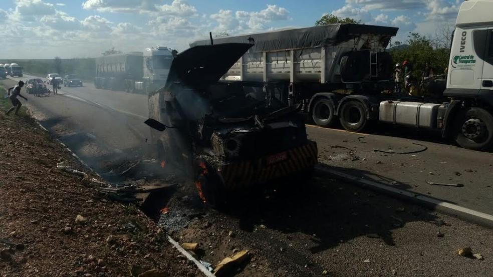 Bandidos usaram dinamite para explodir um carro-forte em Terra Nova  (Foto: Divulgação / Polícia Civil)