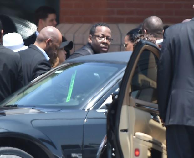 Cantor Bobby Brown deixa o funeral da filha (Foto: Paras Griffin / GETTY IMAGES NORTH AMERICA / AFP)