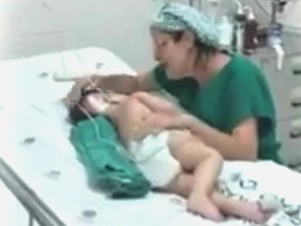 Enfermeira acalma bebê cantando música de ninar  (Foto: Arquivo pessoal)