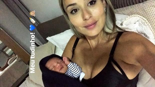 Leticia Santiago e o filho (Foto: Reprodução / Instagram)