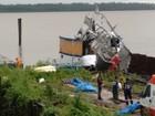 Bombeiros realizam perícia em área de explosão de embarcação, em Belém
