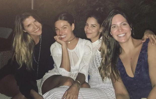 Isis Valverde e amigas (Foto: Reprodução / Instagram)