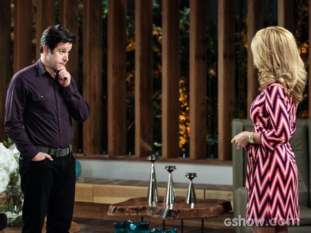 Jonas pressiona Pamela sobre Herval e ela desconversa (Foto: Camila Camacho/TV Globo)